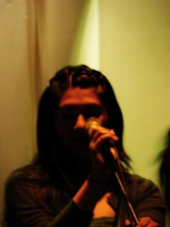 Maria cantando (Large)
