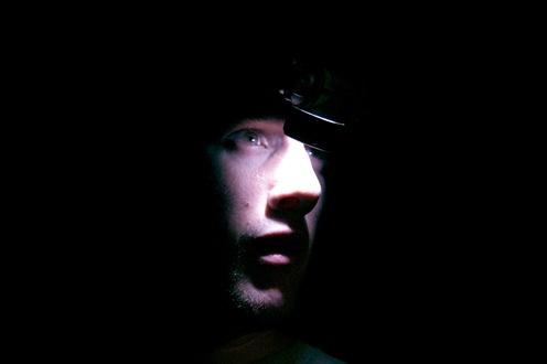 Nico con lampara en la cabeza-0994