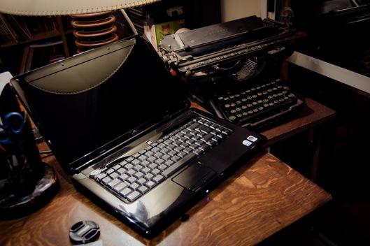 maquina de escribir y notebook1-4627