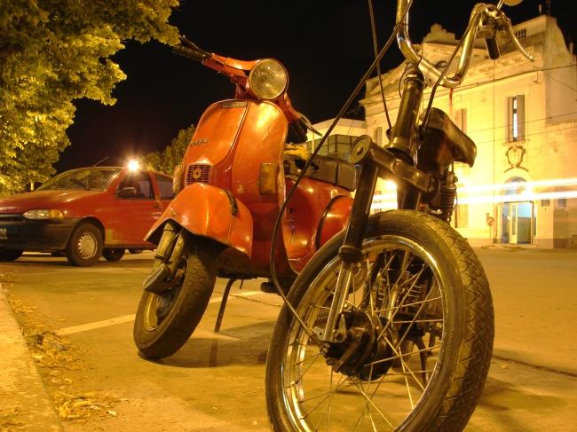 Vespa y Honda en Casares (2)